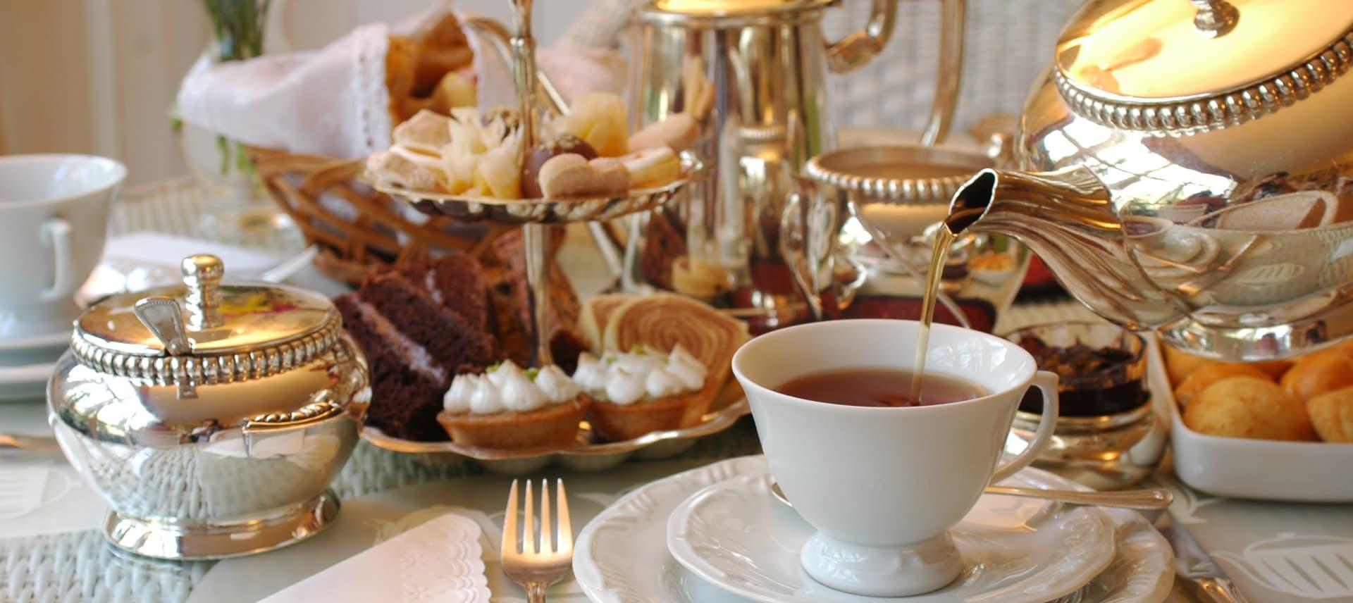 Afternoon Tea er den perfekte rammen for en hyggelig stund med gode venner.