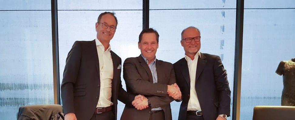 Lasse Johansen, daglig leder i Solid Entreprenør, under kontraktsignering med Eirik Thrygg (adm.dir. Höegh Eiendom) og Lasse Lundhaug (adm.dir. Profier)