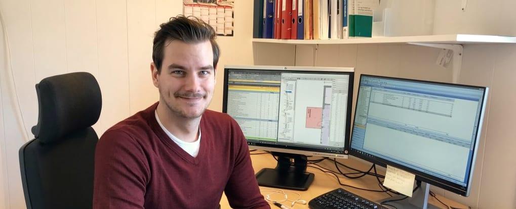 Simon Andersen i sin andre rolle som trainee i Prosjekt Utvikling avdeling.