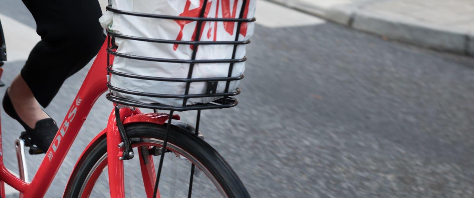 En liten sykkeltur unna får du shoppet i kjente butikker