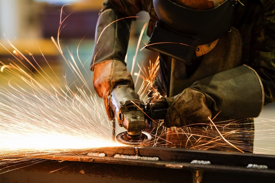 Mangelfullt tilsyn av maskinvare kan gi alvorlige yrkesskader.