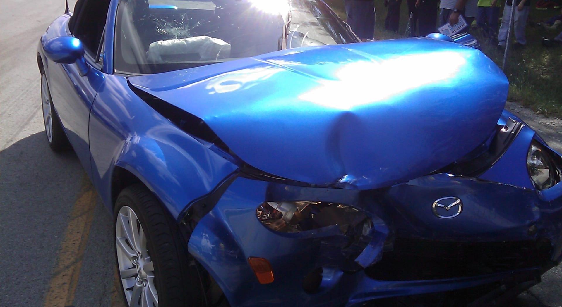 Frontkollisjon kan gi store skader og store erstatningsoppgjør.