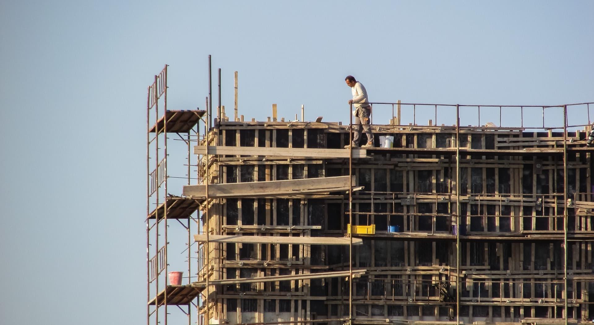Arbeidsulykker florerer i bygg- og anleggsbransjen. Her er unge arbeidstakere mest utsatt for arbeidsulykker.