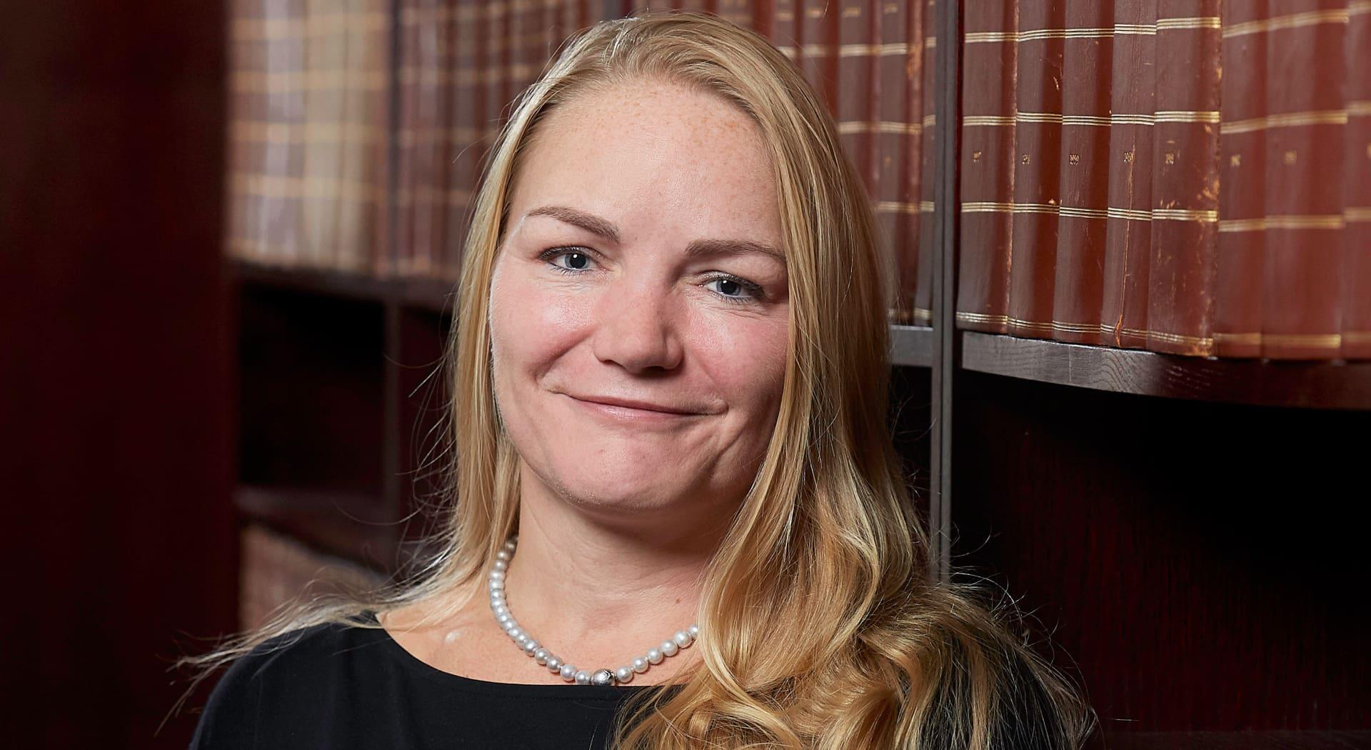 Advokat Kristin Kvanum Hestnes opplever mange henvendelser der hunder, barn eller syklister har påført andre skader.