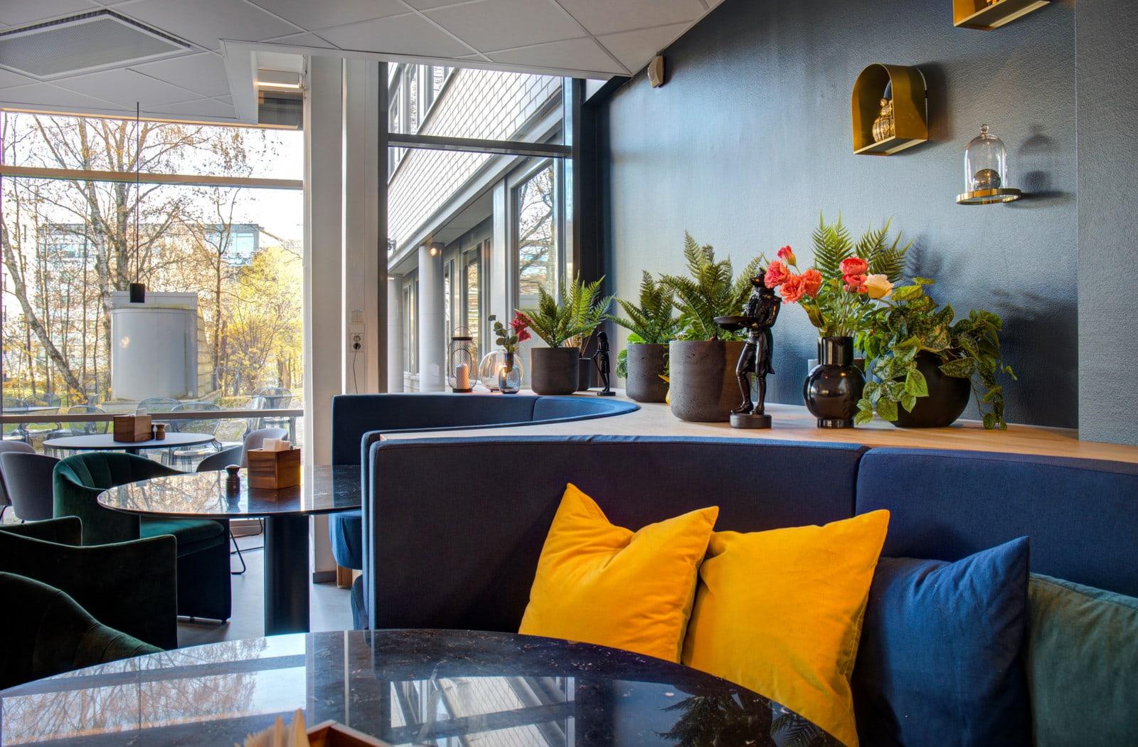 Eiendommens personalrestaurant ble oppgradert i 2019 og fremstår som innbydende