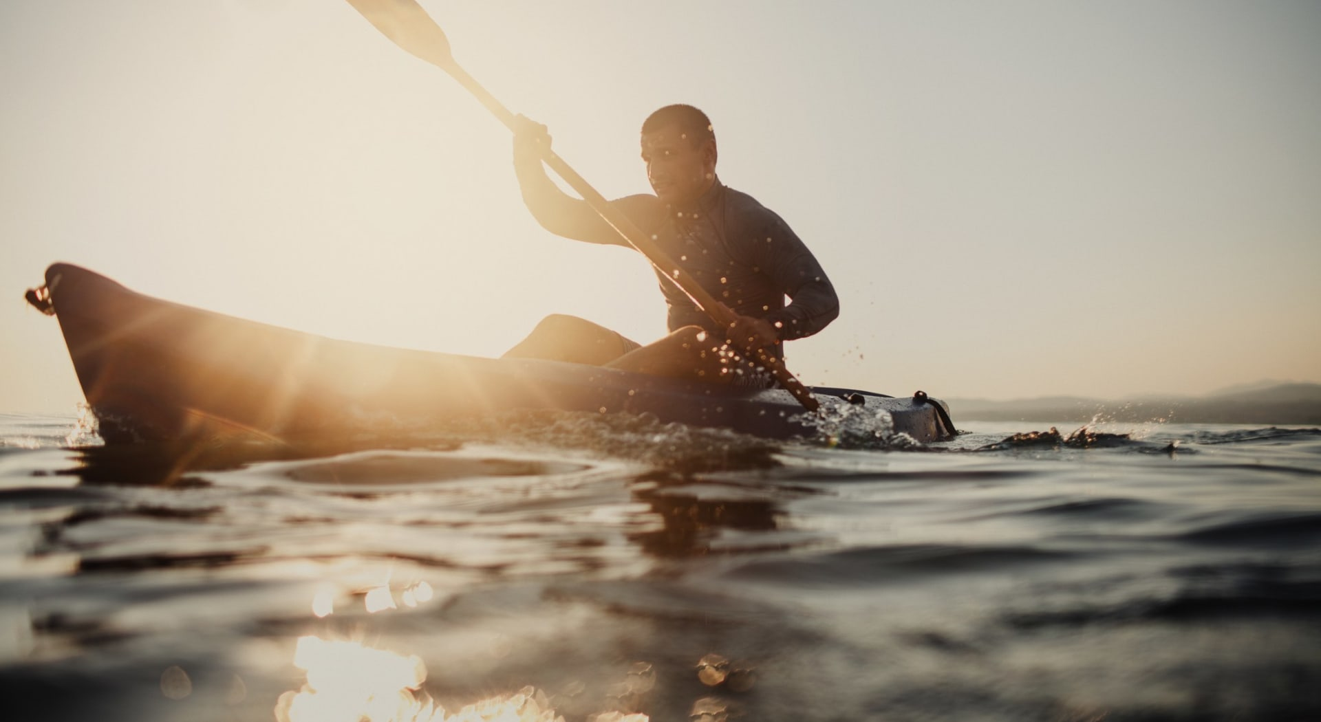 Meld deg inn i Nøklevann Padle og roklubb å ha fri tilgang til utstyr for en dag på vannet
