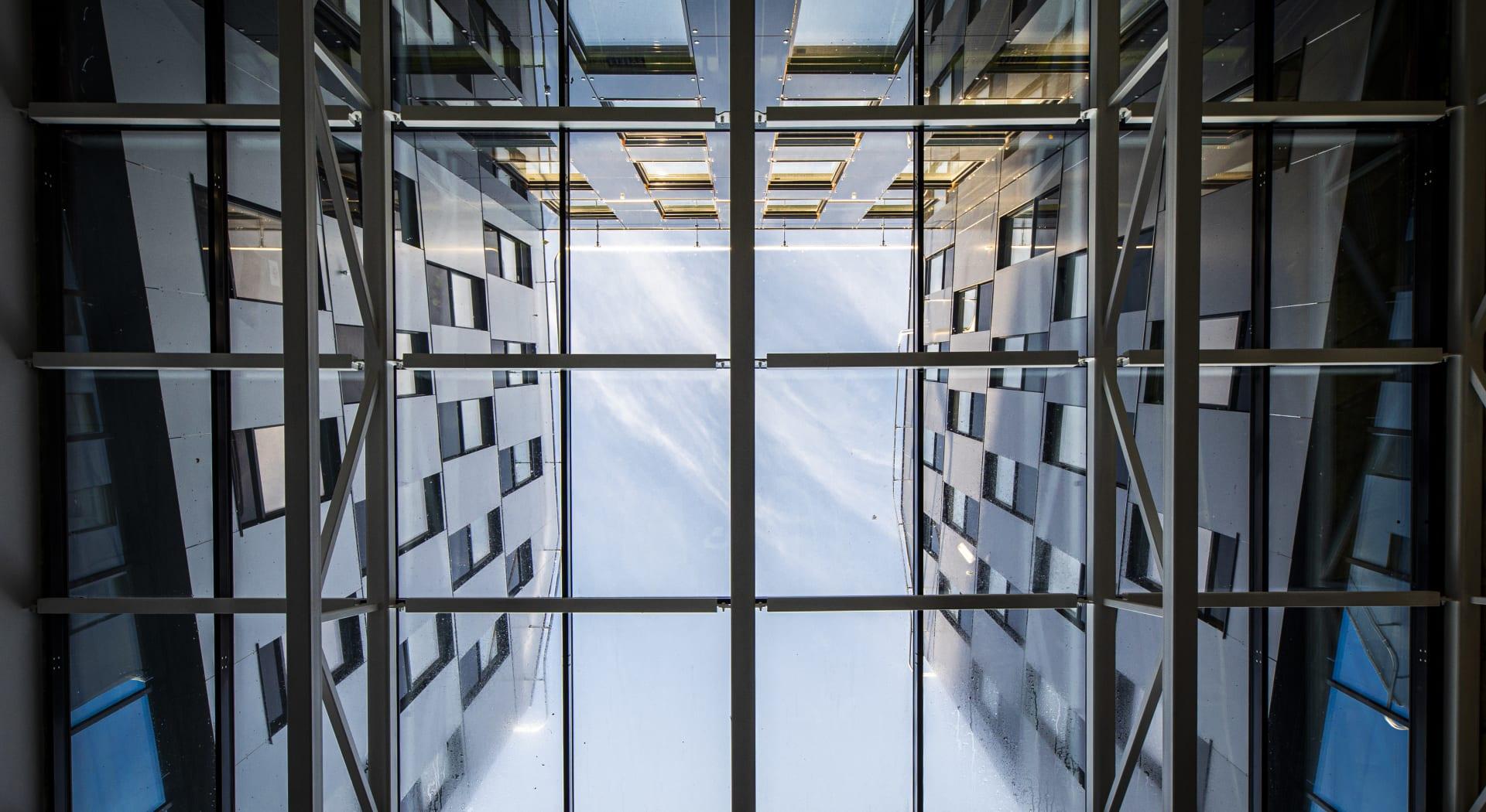 Lysgårder slipper inn lys og skaper mye luft i lokalene i Oslo K