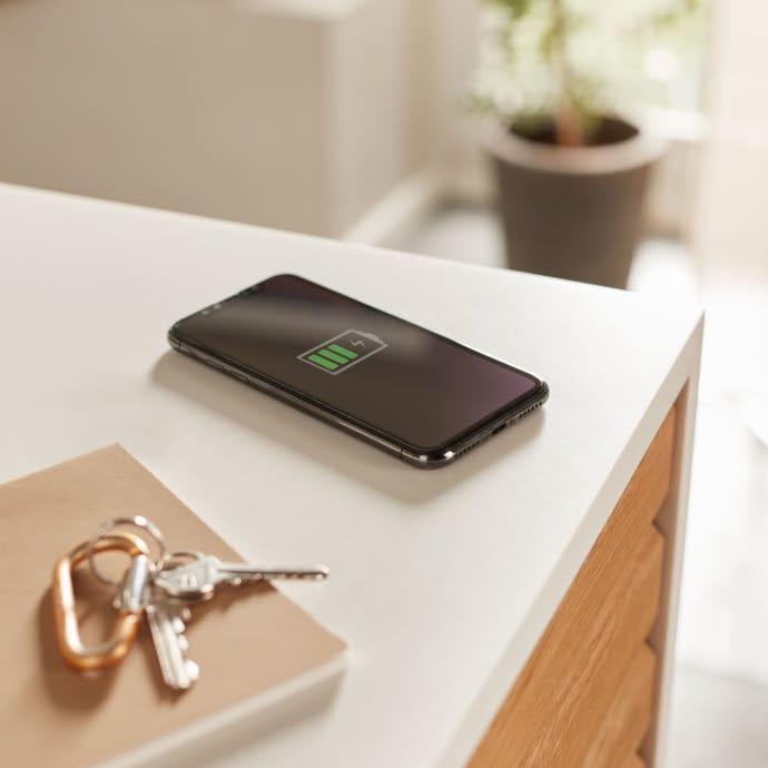 Trådløs, integrert mobillader til kjøkkenbenken