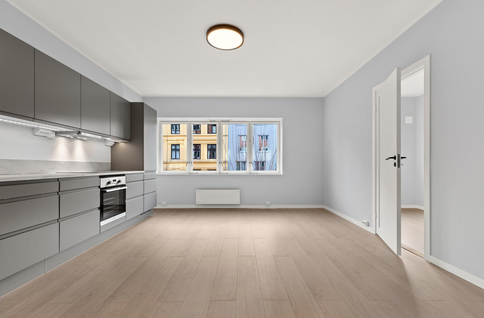 Kjøkken/stue (bilder av lik leilighet i 2 etasje som er speilvendt)