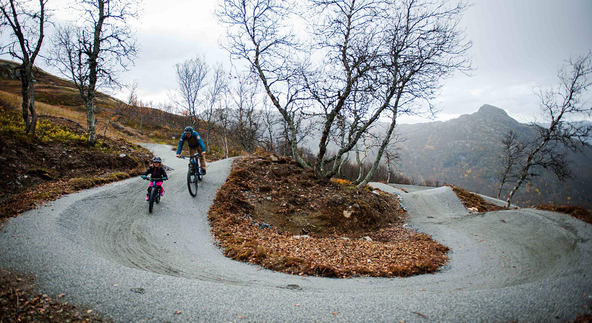Sykling i Hemsedal Skisenter, foto Magnus Grönberg/Hallingdal Rides.