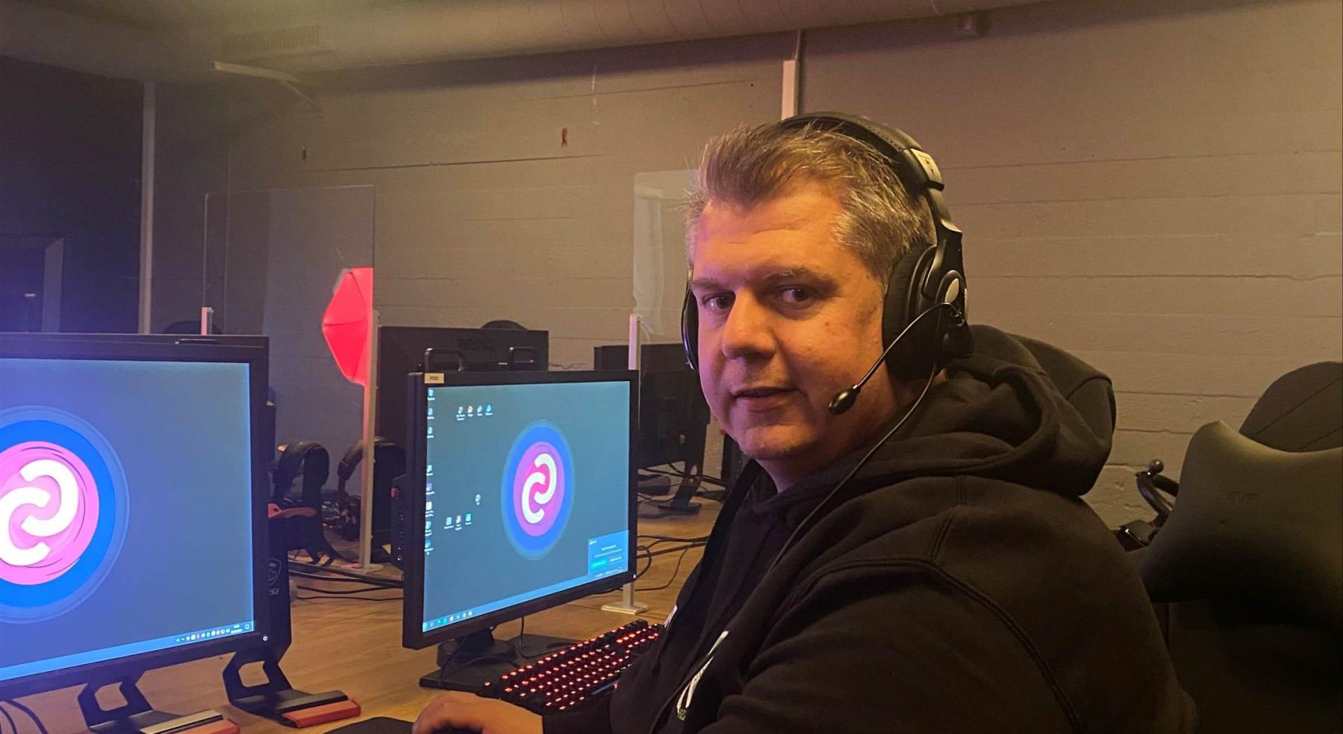 Tore Alm, leder for e-sportgruppa i Nannestad IL.