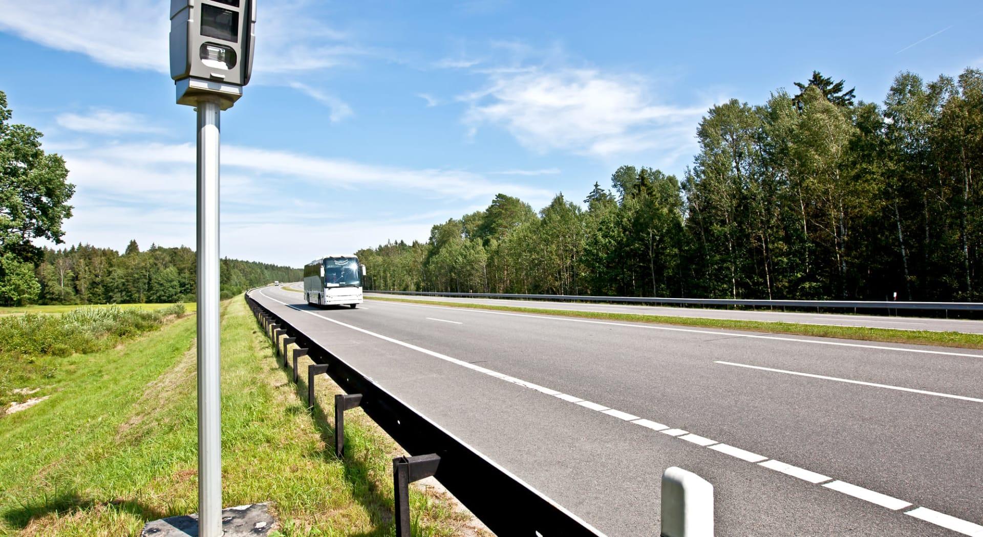 Fotobokser med strekningsmålinger er viktige hjelpemidler for å hindre trafikkulykker.
