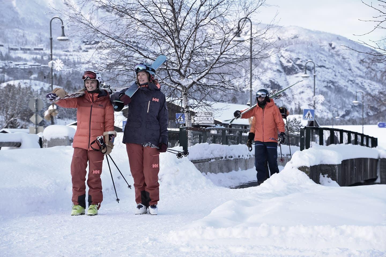 Gratis skibuss i gangavstand til Hemsedal Sporthotell. Foto hemsedal.com.